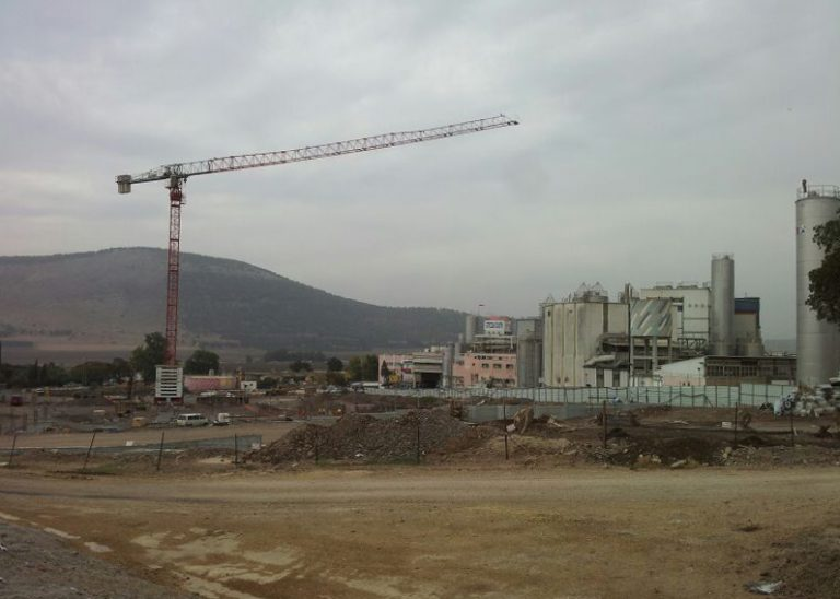 מפעל תנובה תל יוסף, השכרת עגורנים